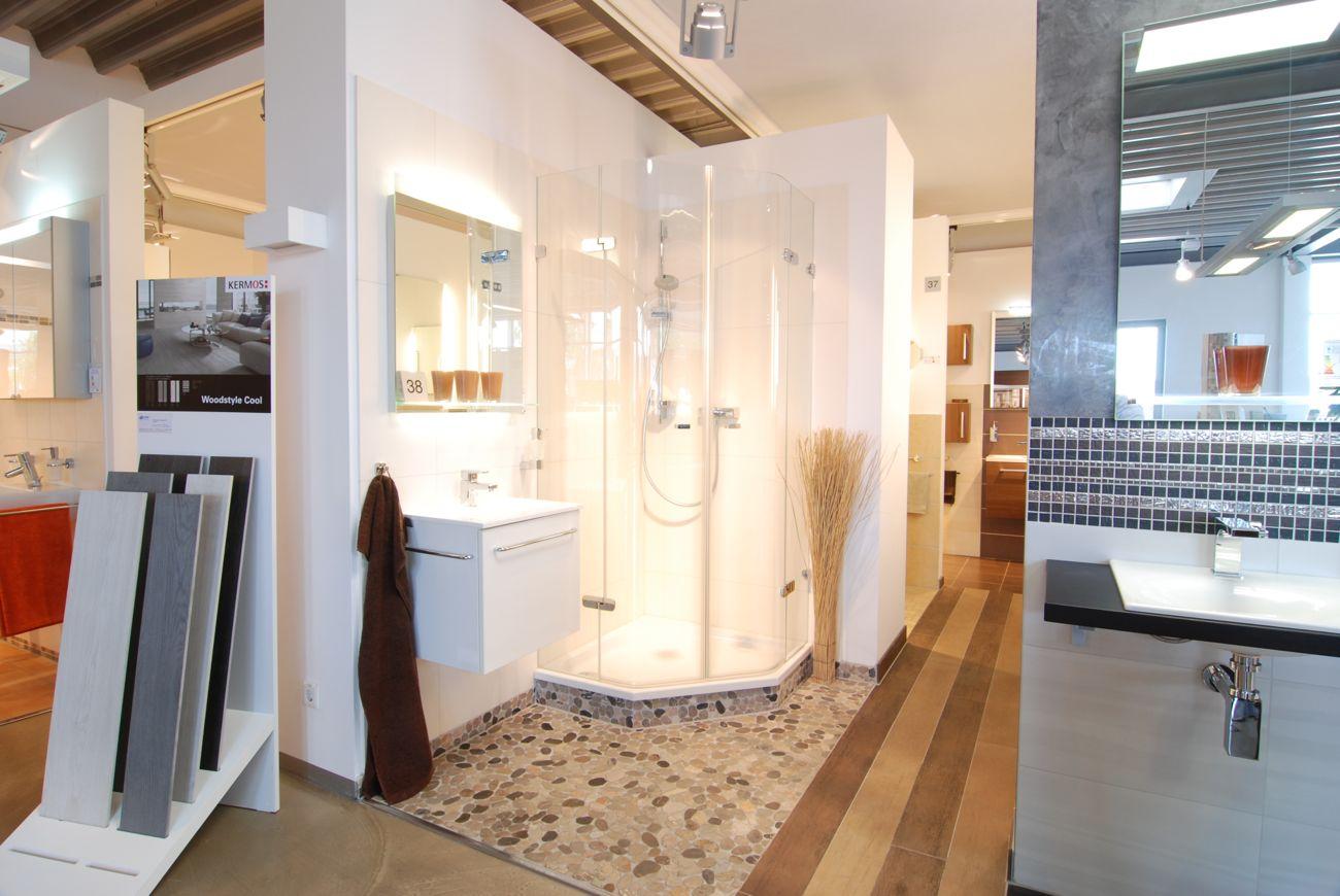 Ein Bad aus der Fliesenausstellung von Langnau Fliesen in Kiel