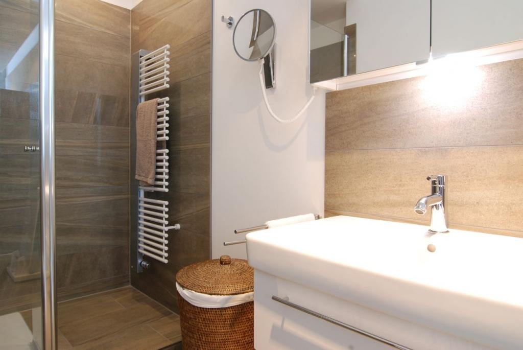 langnau fliesen fliesenhandel und verlegung im raum kiel. Black Bedroom Furniture Sets. Home Design Ideas