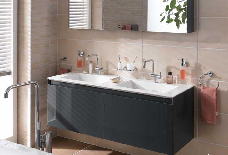 Bad Einrichtungsprogramm mit Badewanne, Waschbeckenschrank, Toiletten